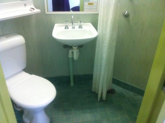 Ibis Budget Coffs Harbour: bathroom