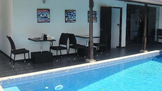 D Villas: Nice pool, but it was freezing brrrr