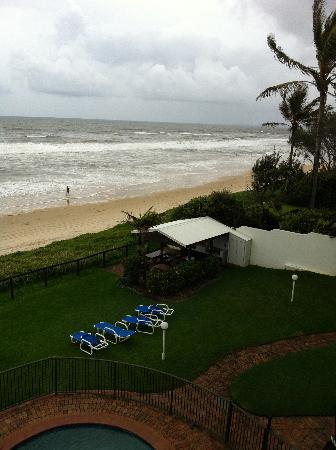 Spindrift On The Beach: Monsoon weather but fantastic views!