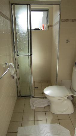 Shoal Bay Beach Club Apartments: bathroom