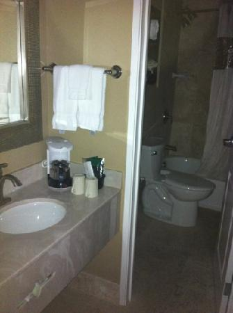 La Quinta Inn & Suites Seattle Downtown : bathroom