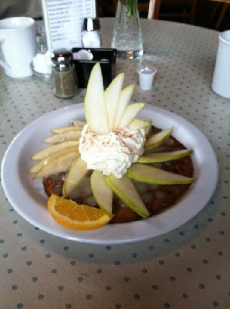 Lazy Susan Cafe: gingerbread waffle with fresh pear and lemon sauce