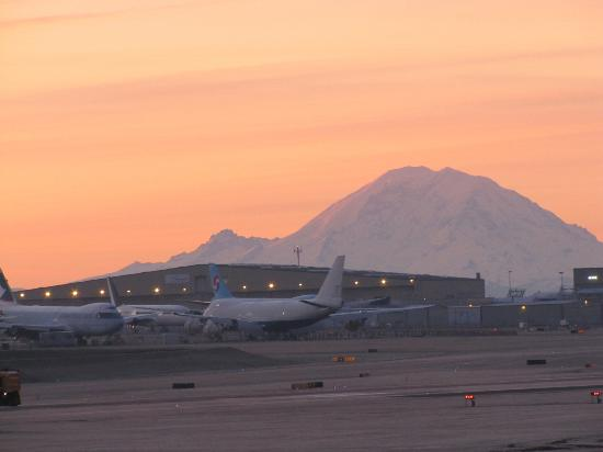 Mukilteo, WA: Mt. Rainier backdrop of Boeing Plant Everett WA
