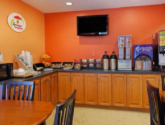 Super 8 Raleigh: Breakfast Area