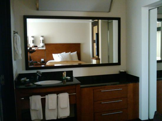 Hyatt Place Santa Fe: nice, clean vanity area