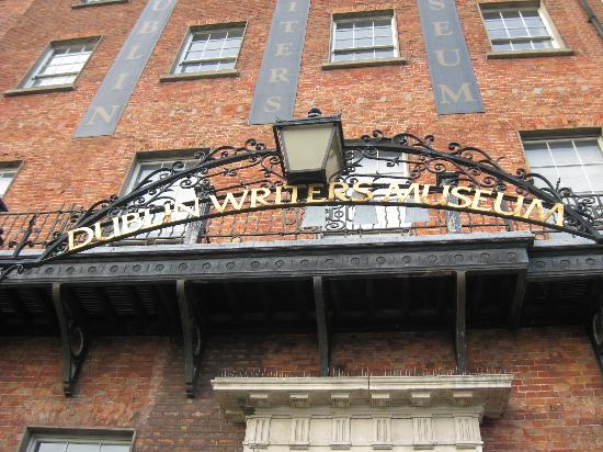 Dublin Writers Museum: The entrance