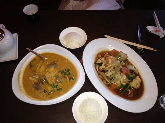 Kata Restaurant: Red Curry Beef and Chicken With Cashew Nut