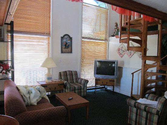 Sun Deck Inn & Suites: The living area.