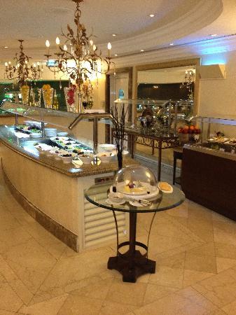 Sheraton Khalidiya Hotel: Sheraton Khalidiya breakfast buffet
