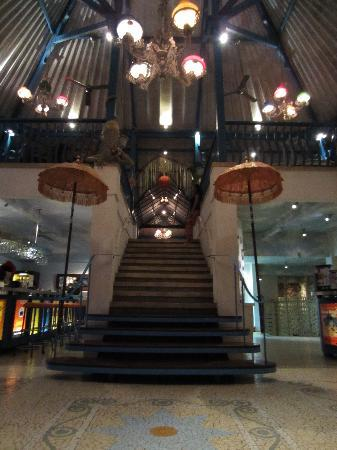 Warung Enak Bali: Looking up the stairs to the second floor.
