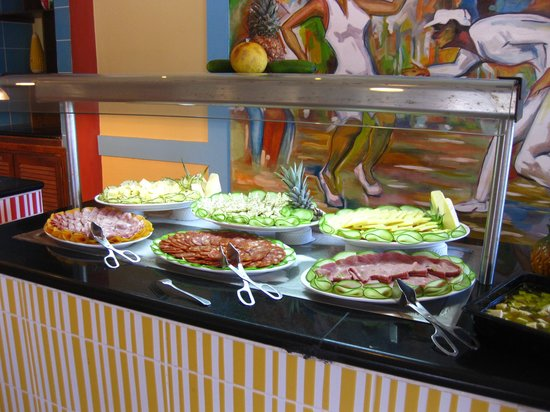 Memories Paraiso Beach Resort: Assorted cold meats, on a cold plate serving table...all kept at proper food safety regulated te