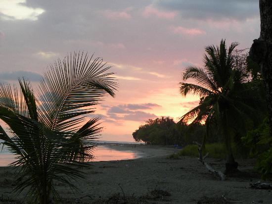 Hotel Rancho Coral: sunset view from the Rancho's beach front