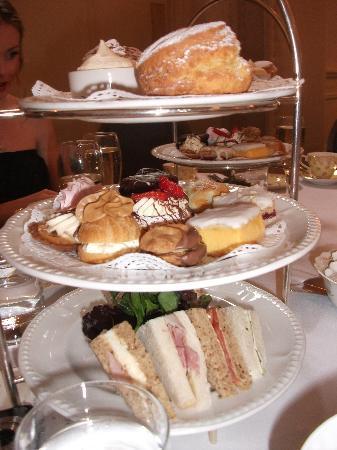 ذا إنجل هوتل أبيرجافني: Wonderful cakes and pastries!
