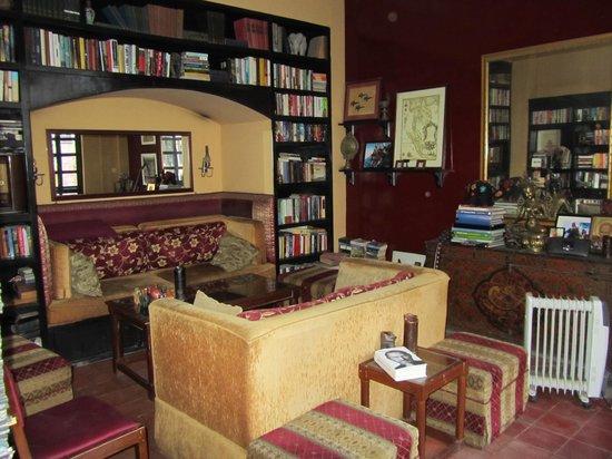 Hotel Courtyard: biblioteca