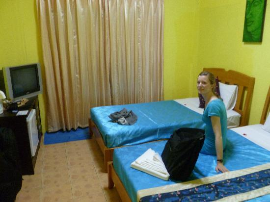 Phuket Airport Hotel: Our triple room