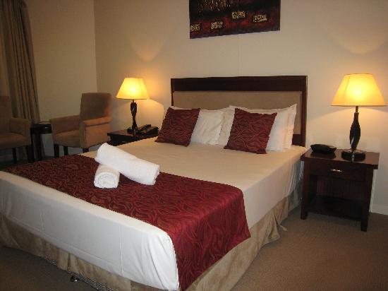 Ocean Views Resort: Bed