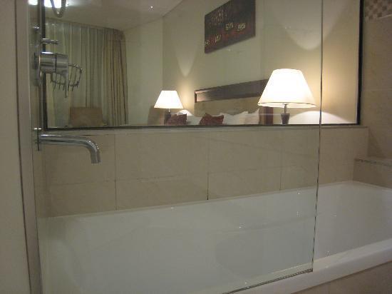 Ocean Views Resort: Bath