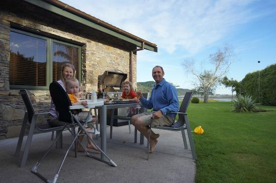 Peninsula Waterfront Retreat: Perfect BBQ