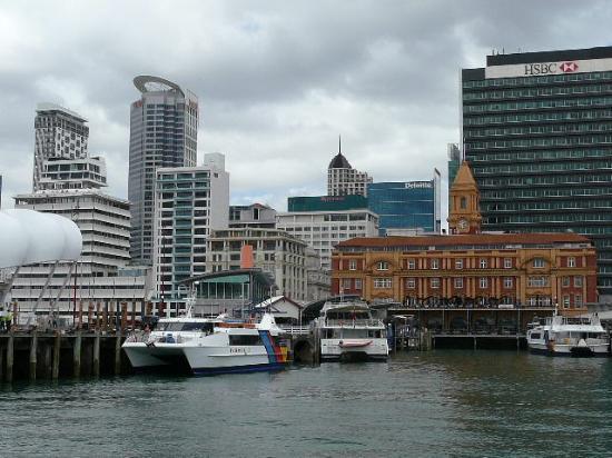 Mercure Auckland: Blick auf das Hotel vom Hafen