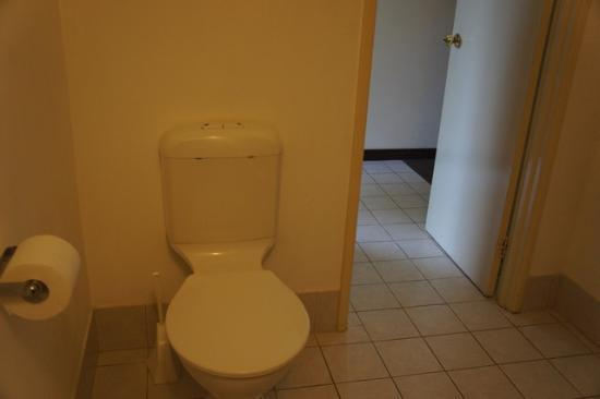 Marri Lodge: Toilet in bathroom
