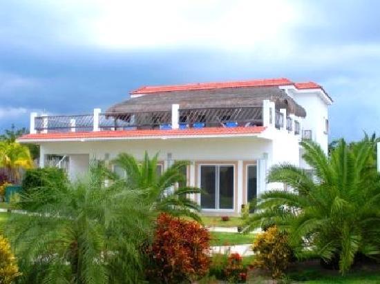 Villas Costa del Sol: Villa Cozumel Sol - Amazing 4 BR home in Cozumel