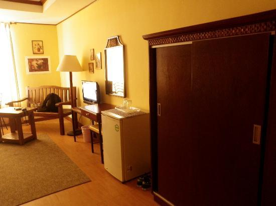 Subic Park Hotel: Cabinet