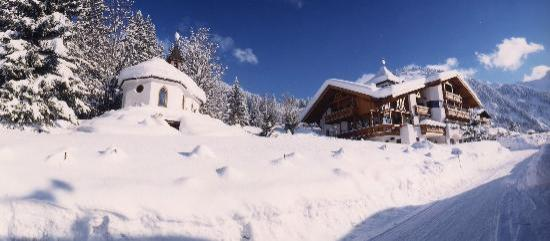 Sunneschlössli Tannheimer Tal: Kapelle und Haupthaus