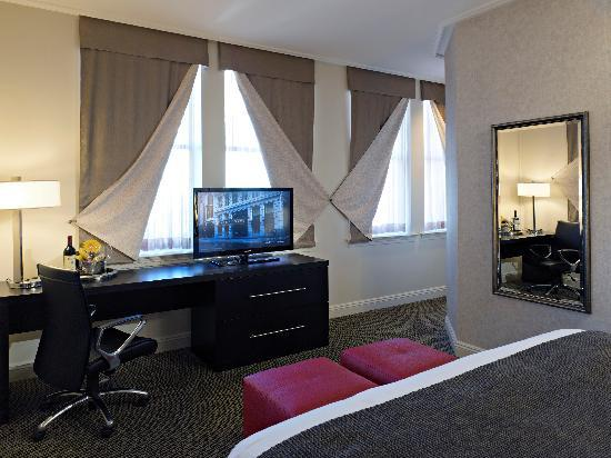 Madison Hotel: One Bedroom Suite with Jet Tub