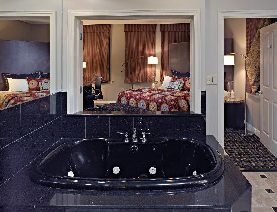 Madison Hotel: Presidential Suite Bedroom & Bathroom