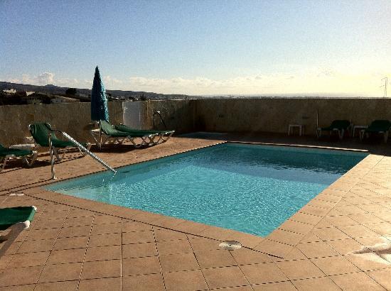 Villas Los Azules : Pool am Tage