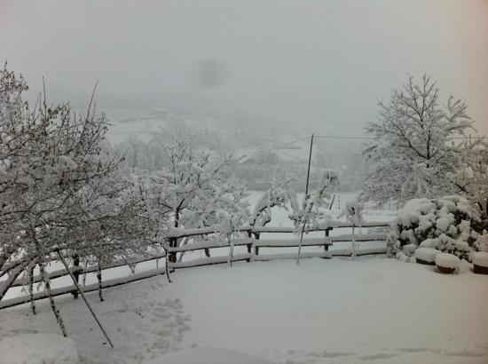 cascina blon con la neve
