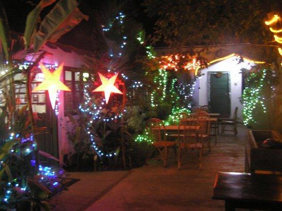 Oceanos Restaurant: The outdoor seating area