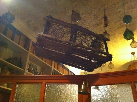 Allo's Restaurant, Bar & Bistro: decor on the ceiling