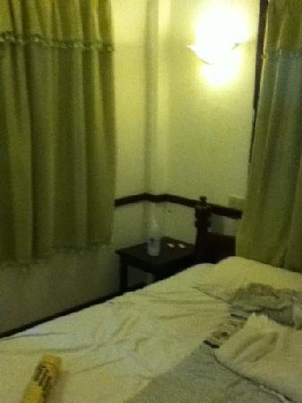 Khem Khong : rubbish photo of the bedroom