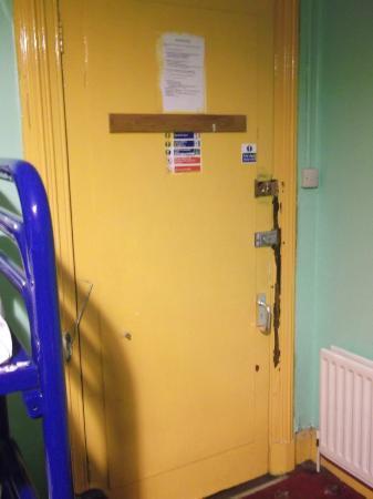 Paddy's Palace Belfast: Porte Chambre