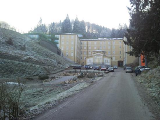 Rimske Toplice, Eslovenia: esterno struttura entrata ZDRAVILIŠKI DVOR