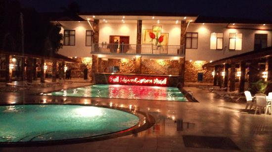 Full Moon Garden Hotel: View of the Pool at Night