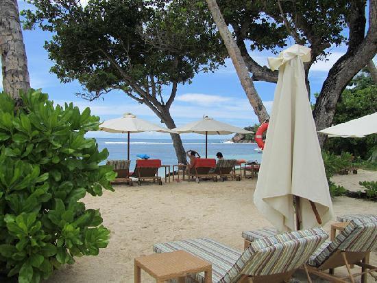 Kempinski Seychelles Resort: beach area of hotel