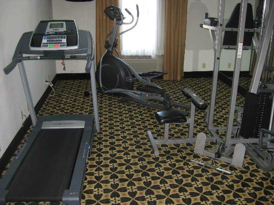 La Quinta Inn Kansas City North: Excercise room - not really a gym