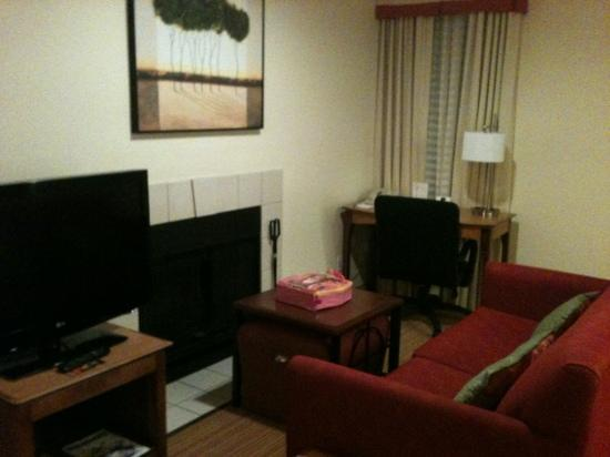 Residence Inn Richmond West End : living area