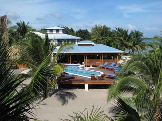 Maya Beach Hotel: Just a small hotel on the beach in Belize.