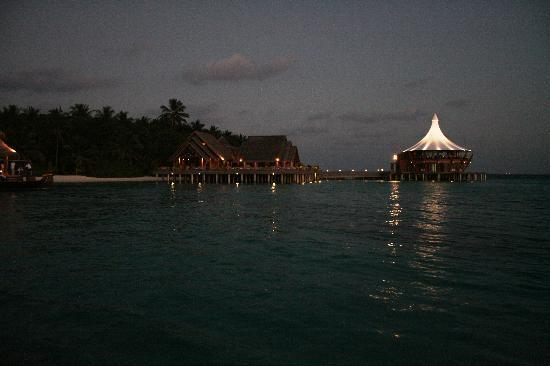 Baros Maldives: Lime Restaurant and Lighthouse at night