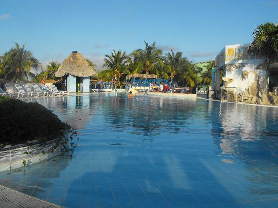 IBEROSTAR Mojito: Pool where we sat everyday...only about 8 chairs were occupied