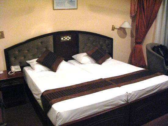 Hotel Devon: Double bedroom