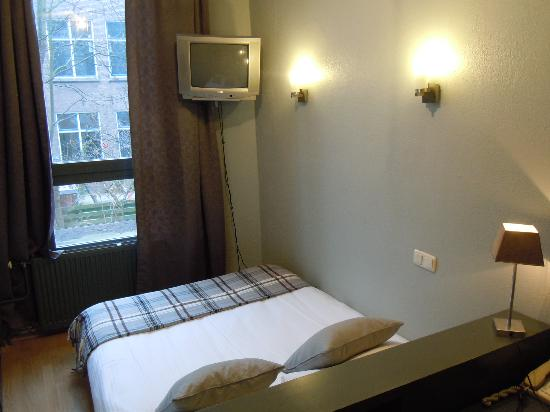 Aalborg Hotel Amsterdam: これ、セイイッパイ広く撮ってみました!