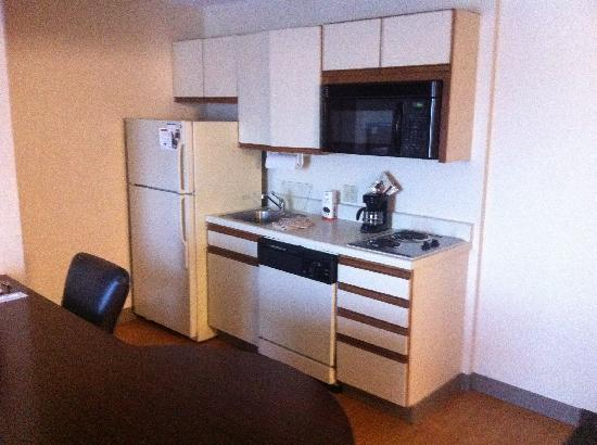 Candlewood Suites Clearwater: Kitchen
