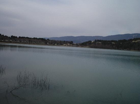 Le Mas de la Huppe : lac de bonde luberon