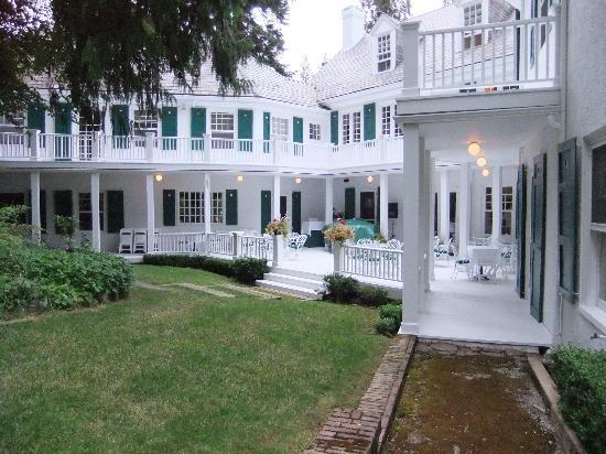 Clark House on Hayden Lake: Patio/Piano Bar