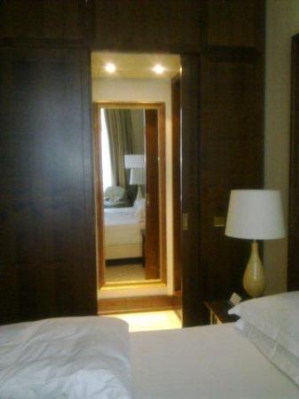 Blick Richtung Begehbarem Schrank Picture Of Excelsior Hotel Ernst