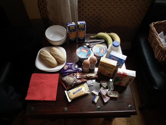 Elford Guest House: The breakfast basket!